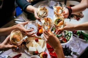 Chcete-li se dožít vysokého věku, tak klidně pijte, ale střídmě.