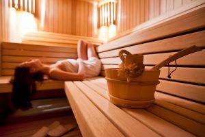 Sauna může být místem, kde se zastavíte, odpočinete si a necháte svou mysl jen tak o samotě bloumat.