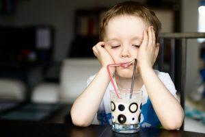 Kravské mléko je silný alergen, jenž má na svědomí astma, ekzémy, záněty a autoimunitní onemocnění