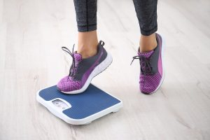 Neřešte, kolik máte kilogramů, ale spíš co je tvoří. Svaly jsou těžší než tuk, takže i vysekaný kulturista je podle základního BMI indexu tlusťoch.