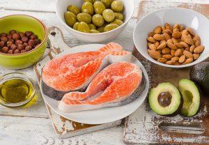 Zdravým tukům rozhodně nemusí vyhýbat. Odtučněné produkty jsou zaprvé obyčejně méně zdravé než ty tučnější, ale taky vás míň zasytí.