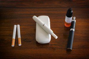Vědci v poslední době u e-cigaret popsali pěknou baterii problémů, které způsobují.