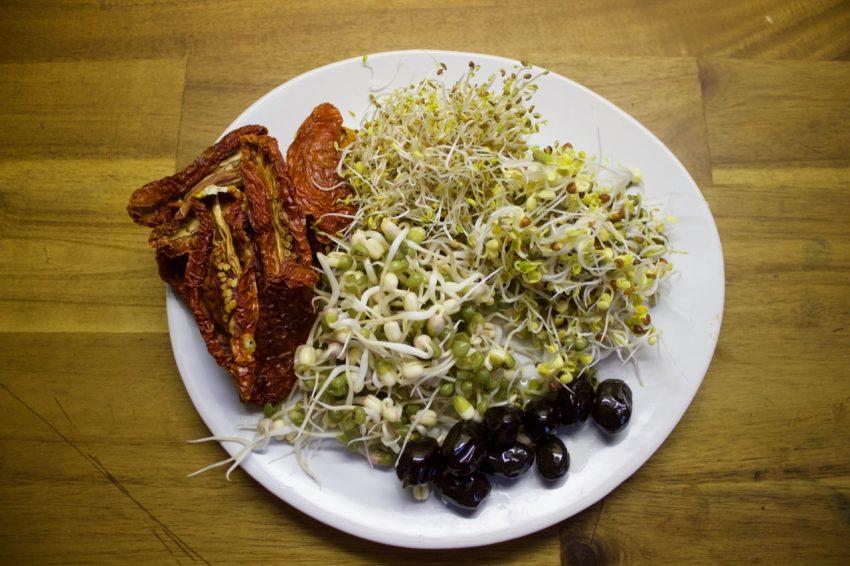 """<span style=""""color: #000000;"""">Ani ne za týden máte hromadu ČERSTVÉHO jídla, přetékajícího enzymy.</span>"""