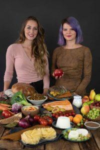 Andrea Jakešová a Veronika Pourová, autorky knihy O Výživě.