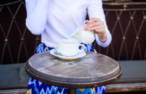 Neexistuje žádný vědecký důkaz o tom, že by docházelo k nějaké vzájemné škodlivé vazbě kávy a mléka.