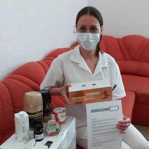 Zdravotníci obdarování energetickými balíčky ze sbírky #energiilekarum
