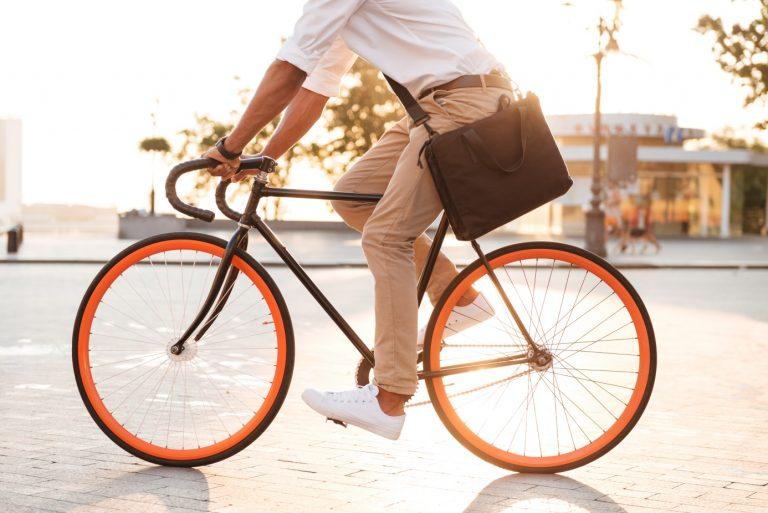 Jezdíte do práce městskou hromadnou dopravou, autem nebo chodíte pěšky? A co na kole? Věděli jste, že do výzvy Do práce na kole, za kterou stojí iniciativa AutoMat, se vletošním roce zapojilo 49 pořadatelských měst, 2700 firem a téměř 16000 účastníků, kteří společně ušetřili téměř 500 tun CO2? Ani my jsme nezůstali pozadu.