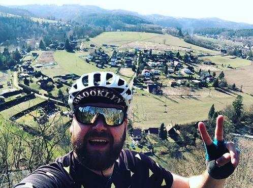 Luděk cestuje na kole po Evropě, ale myslí při tom i na zadní kolečka.