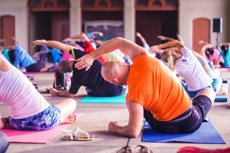 jóga, cvičení v tělocvičně, posilování