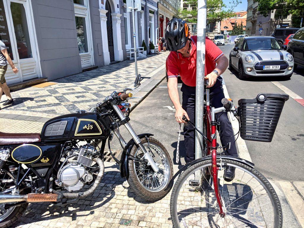 v Praze na kole